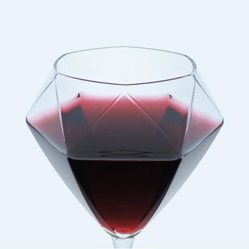 型吹きにより実現したワイングラス