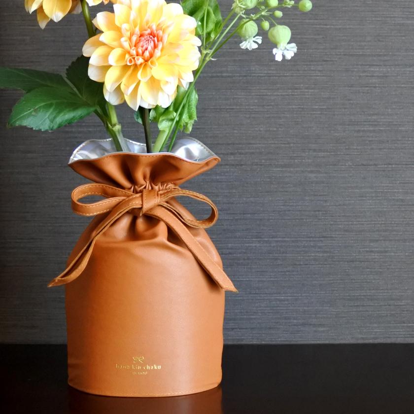 巾着の機能性を備えた花器