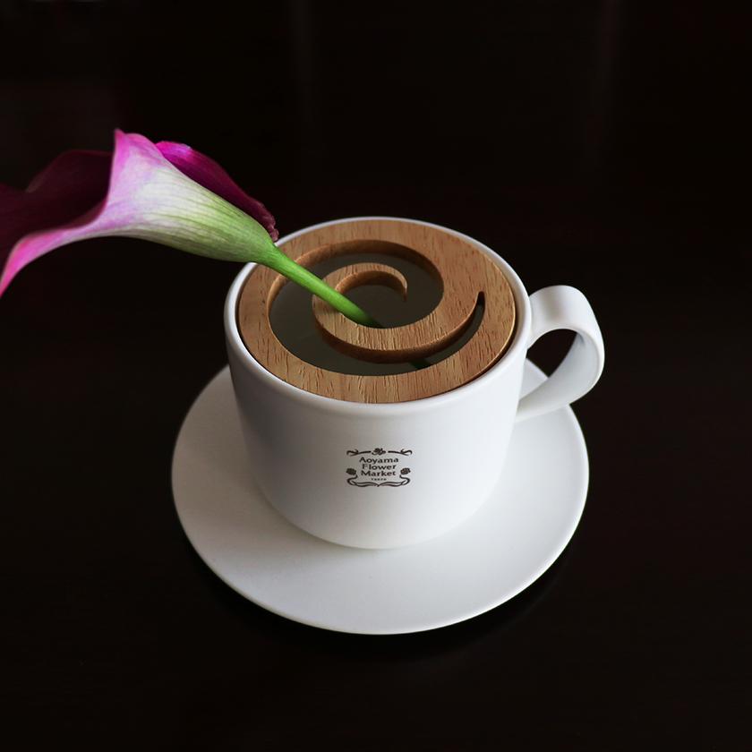 コーヒーが花留めとなる花器