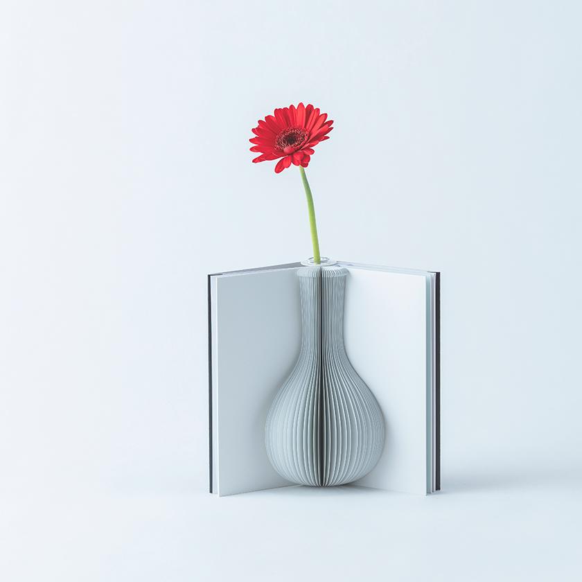 本のように開いて使う花瓶